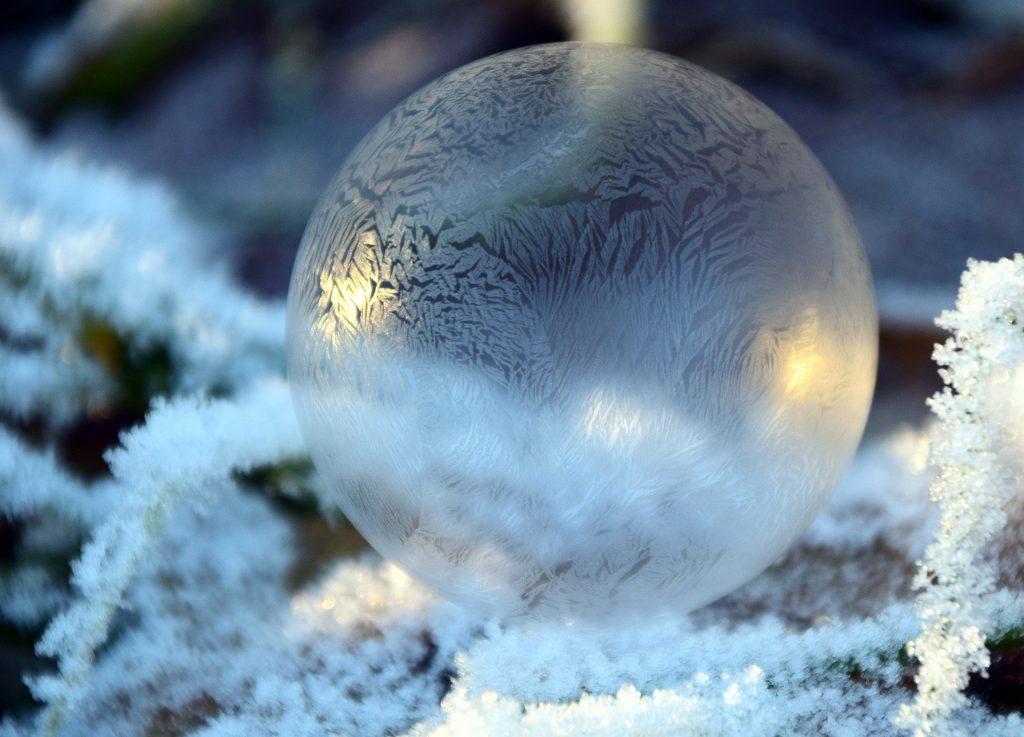 Glaskugel im Winter